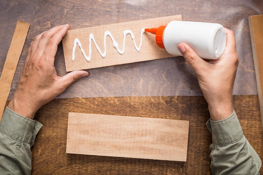 Gluing wooden board